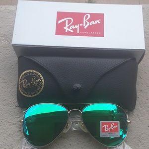 Brand New Green RayBan Aviators 62mm Never Worn